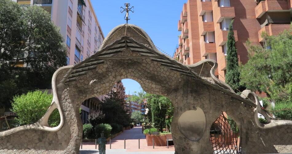 Porta Miralles i l'escultura d'en Gaudí