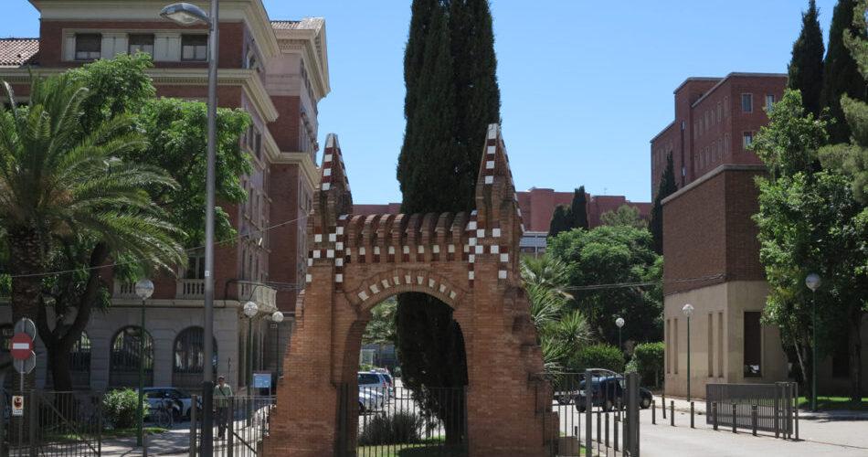 La Porta Gaudí facultat de Farmàcia, Barcelona